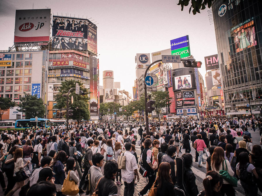 SHIBUYA CROSSING CROWD