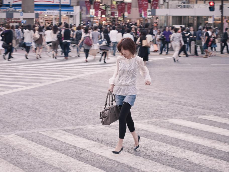 SHIBUYA RUNNING WOMAN
